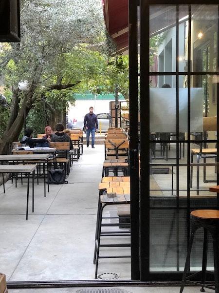 Destil, Tirana