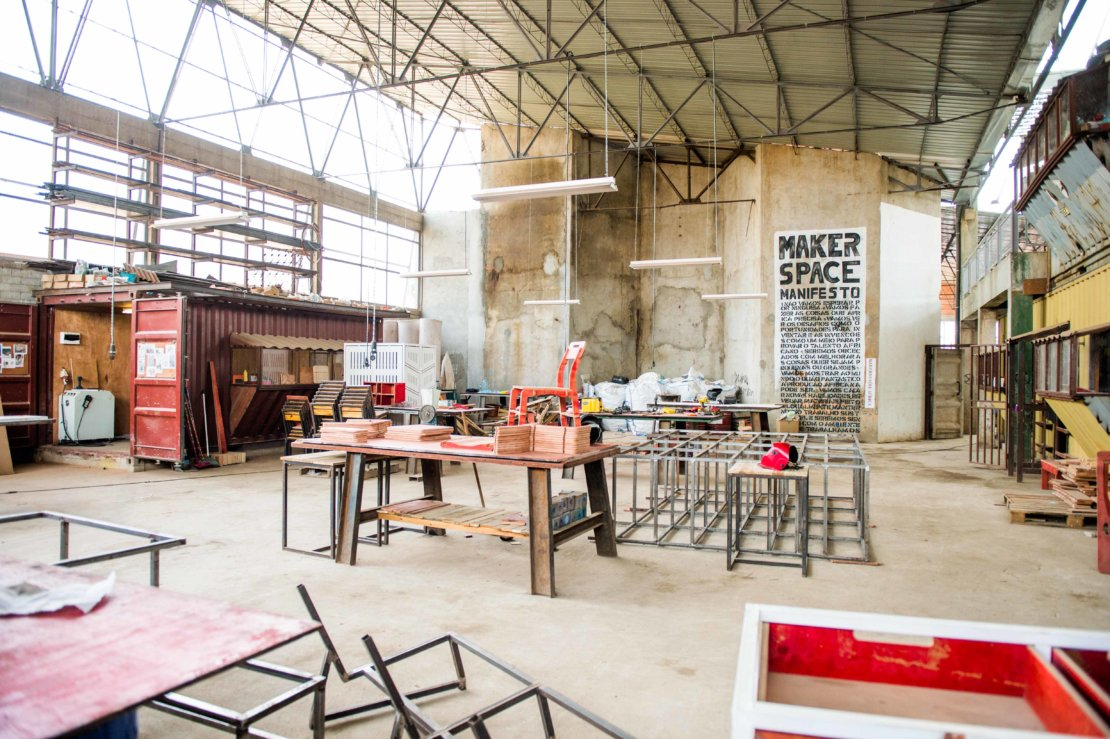 Kamba @ fabrica de Sabao, Luanda