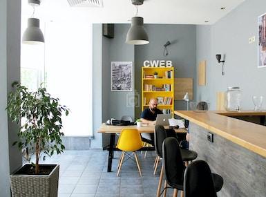 CO&WO Coworking café image 5
