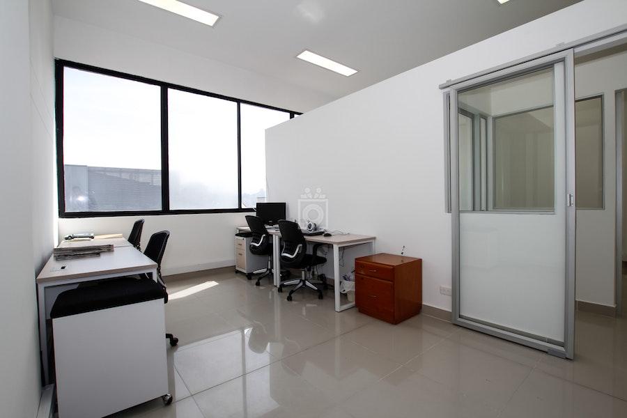 Especial oficinas medellin read reviews book online for Oficinas cam