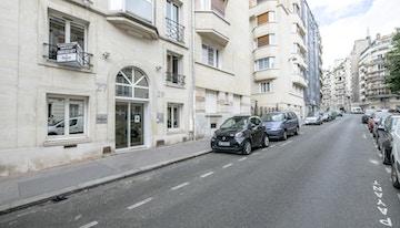 HQ - Paris Auteuil image 1