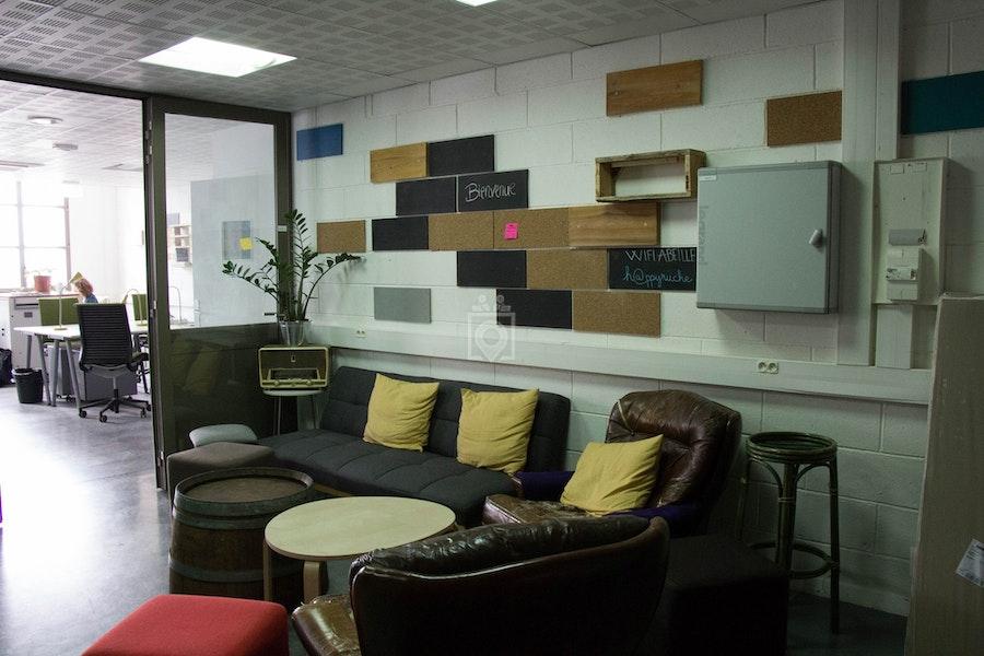 la ruche paris 20eme paris read reviews book online. Black Bedroom Furniture Sets. Home Design Ideas