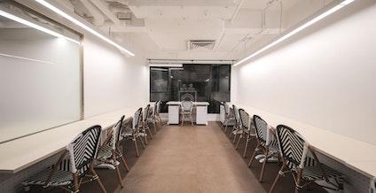 Metropolitan Workshop - Central, Café Le Lourve, Hong Kong | coworkspace.com