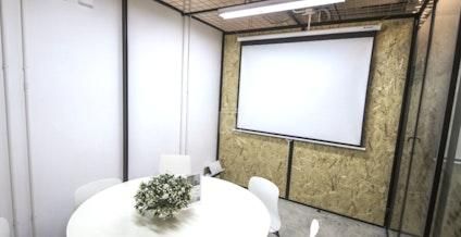 Metropolitan Workshop - Kwai Chung, Studio 52, Hong Kong | coworkspace.com