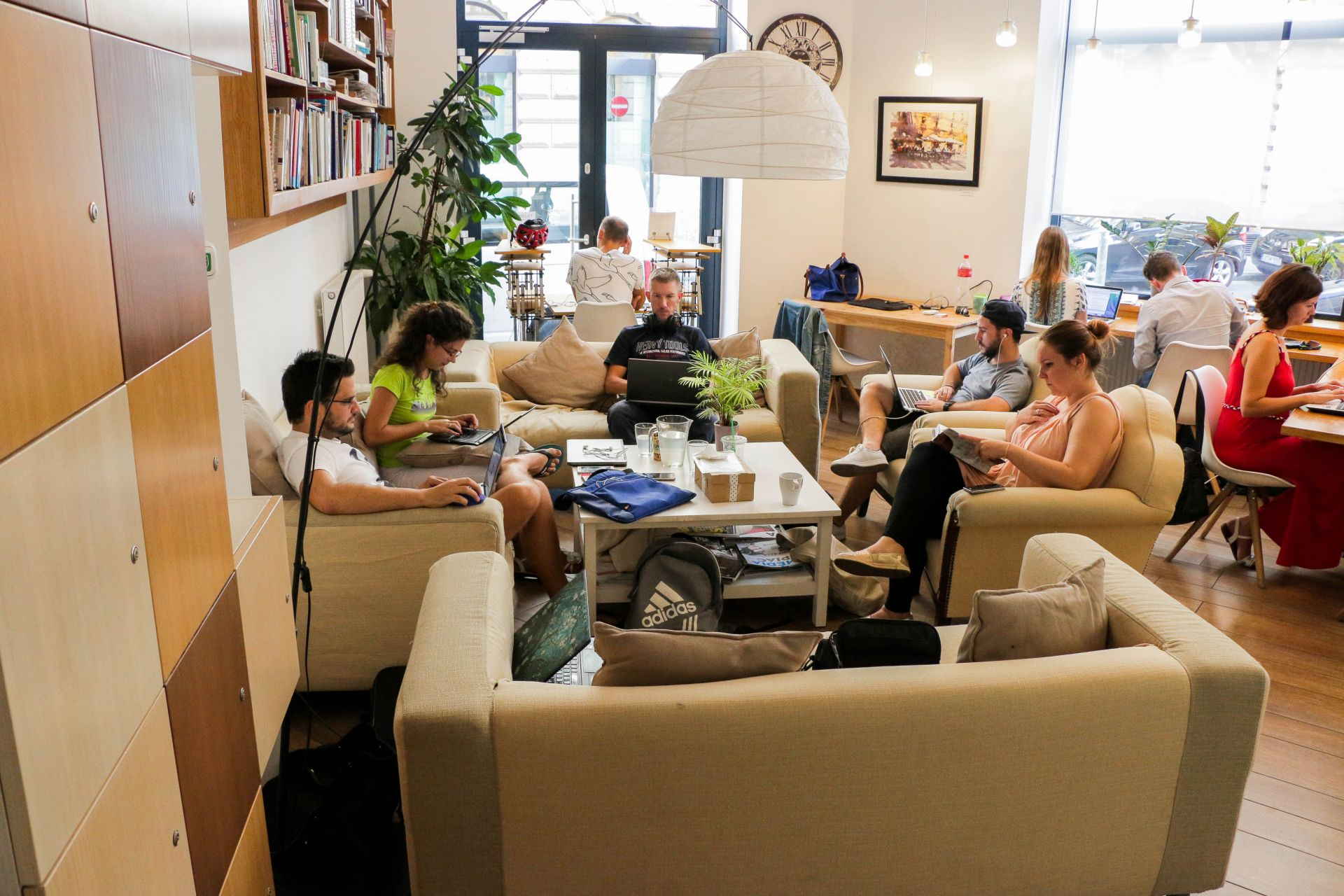 KAPTR coworking Budapest Read Reviews & Book line