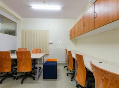 INSTASQUARES Business Center image 3
