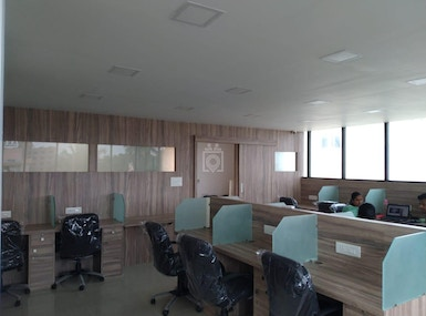VShare Coworking Spaces image 3