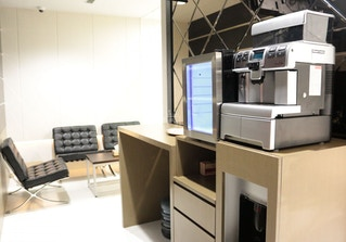 Vantage Office image 2