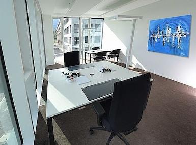 Business-Center image 3