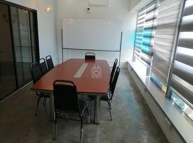 Office 2U image 4