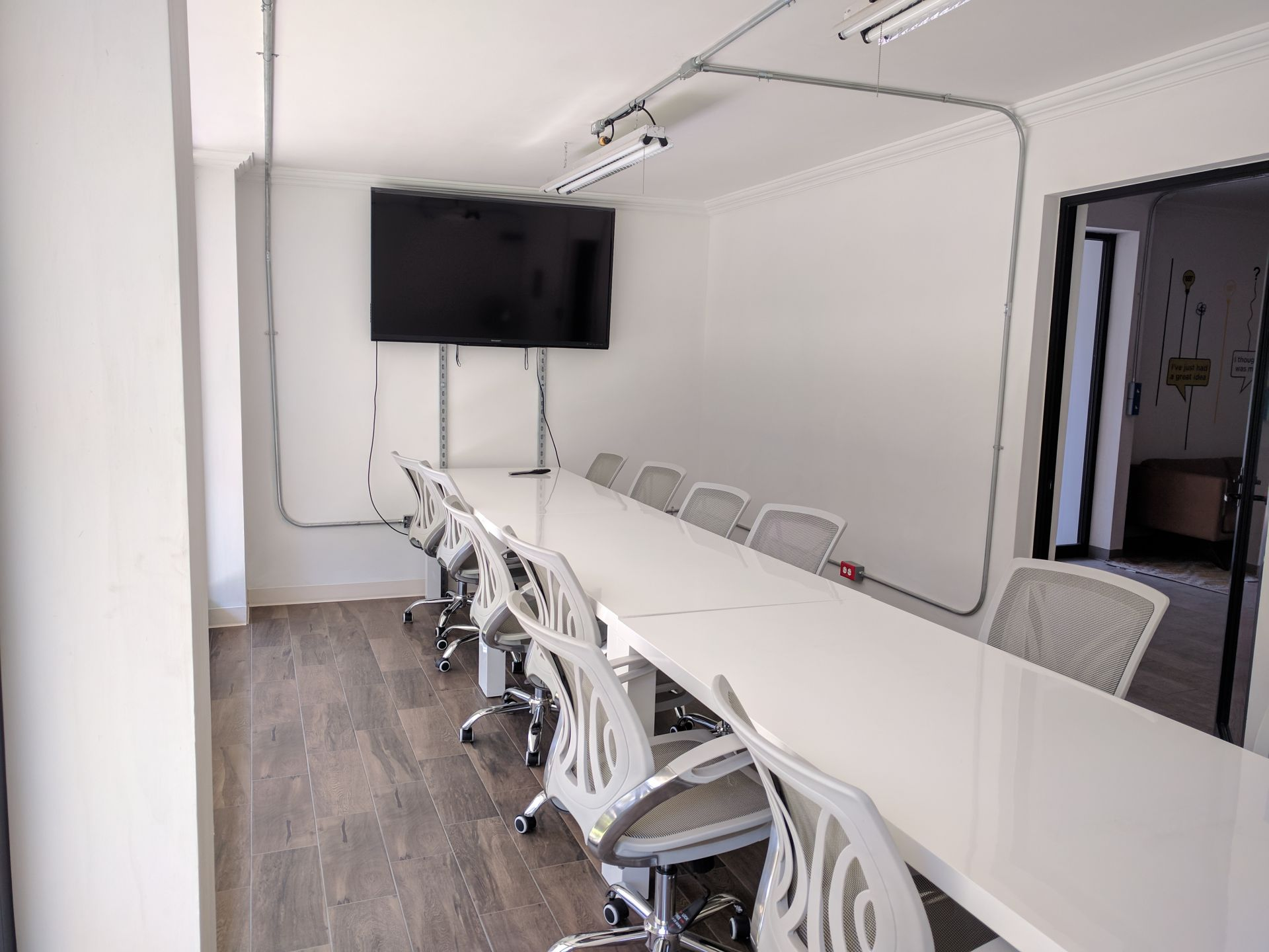 Lateral Cowork, Leon