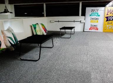 Space Bar Work Lounge image 4