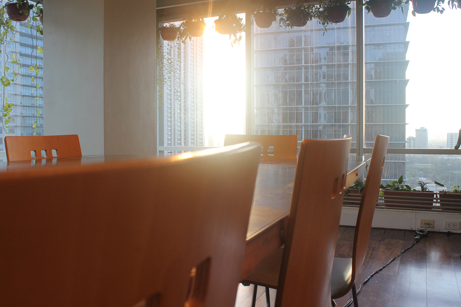 A Clean and Well-Lighted Place for Work, Manila