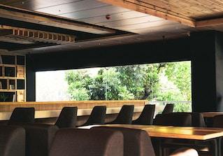 Blueturtle Premium Lounge image 2