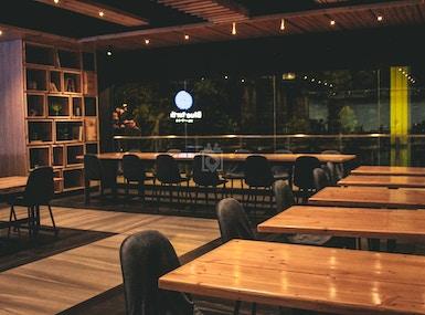 Blueturtle Premium Lounge image 5