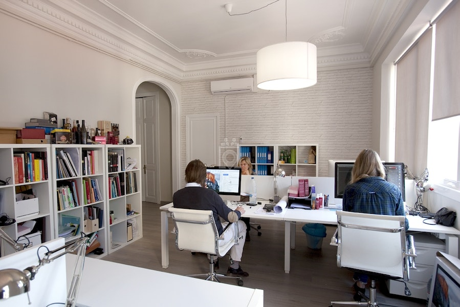 Coworking plat n barcelona read reviews book online for Booking barcelona oficinas