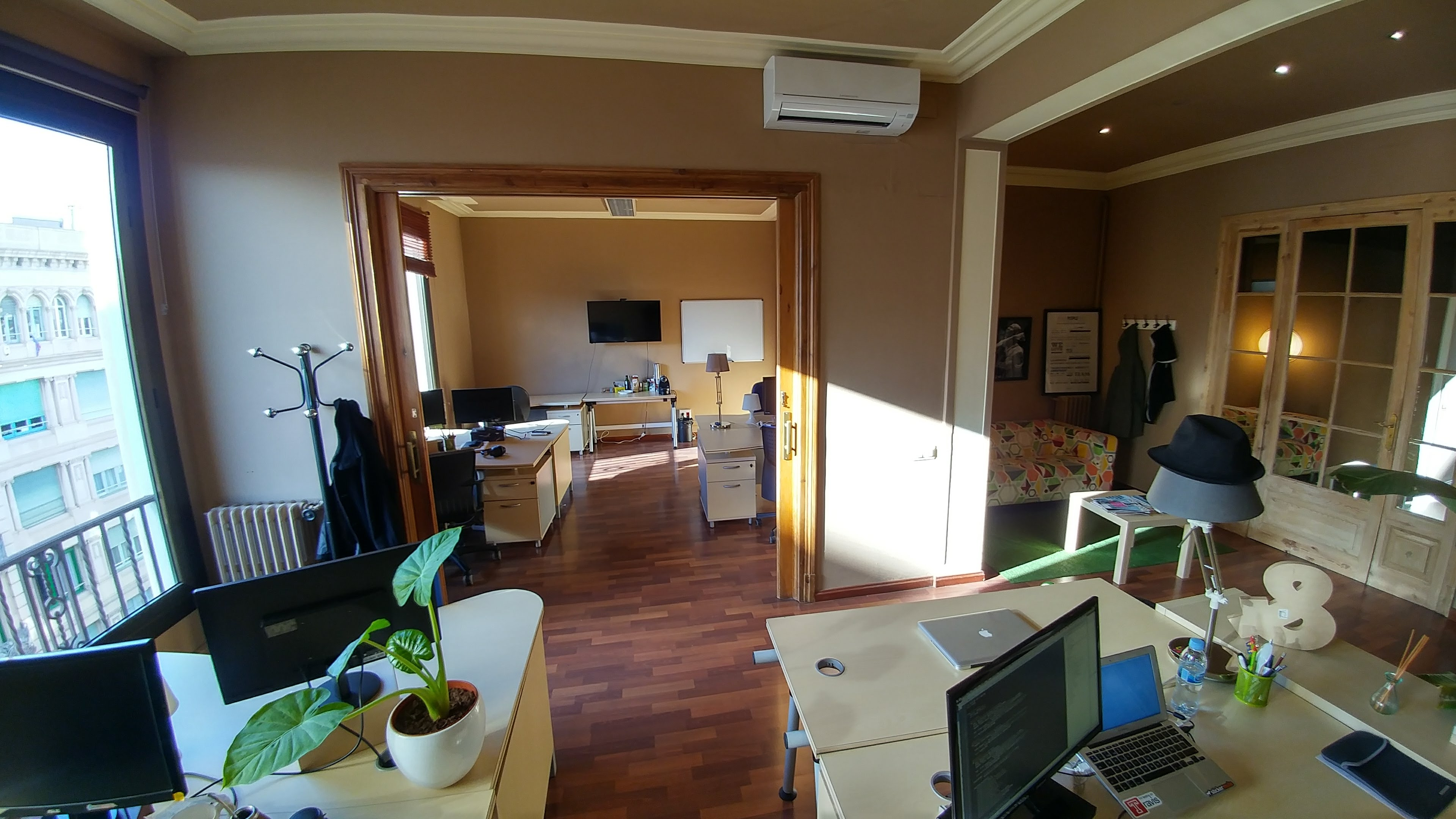 Sunny 5 Desk Office Near Diagonal, Barcelona - Read Reviews & Book ...
