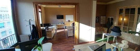 Sunny 5 Desk Office Near Diagonal