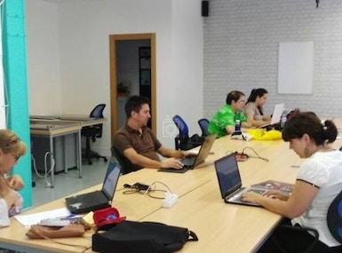 CowUp Majadahonda Coworking image 4