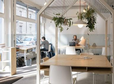 Voisins - Coworking | Café image 4