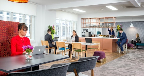 Club Desk at Landmark - Fenchurch St, London | coworkspace.com