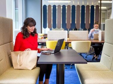 Club Desk at Landmark - Victoria image 4