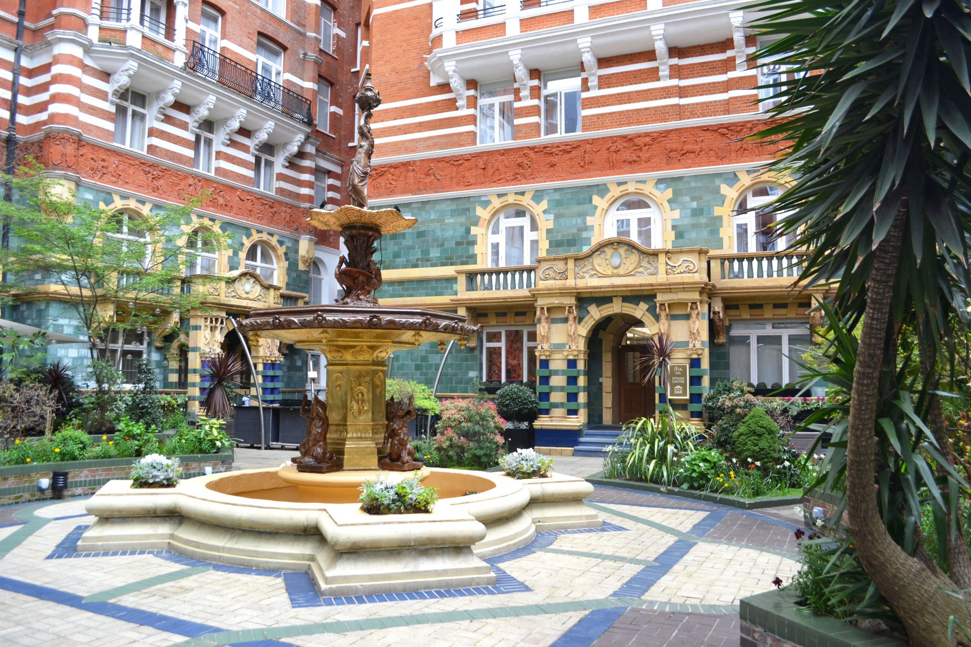 Spacemize @St. James' Court, A Taj Hotel, London