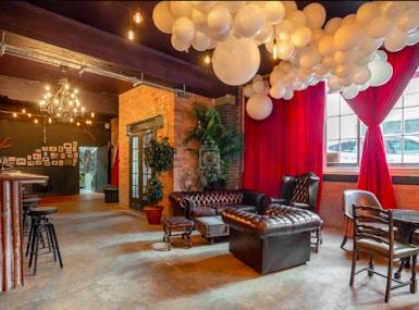 U7 Lounge image 4