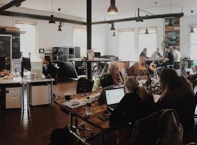 Desk Cowork image 4