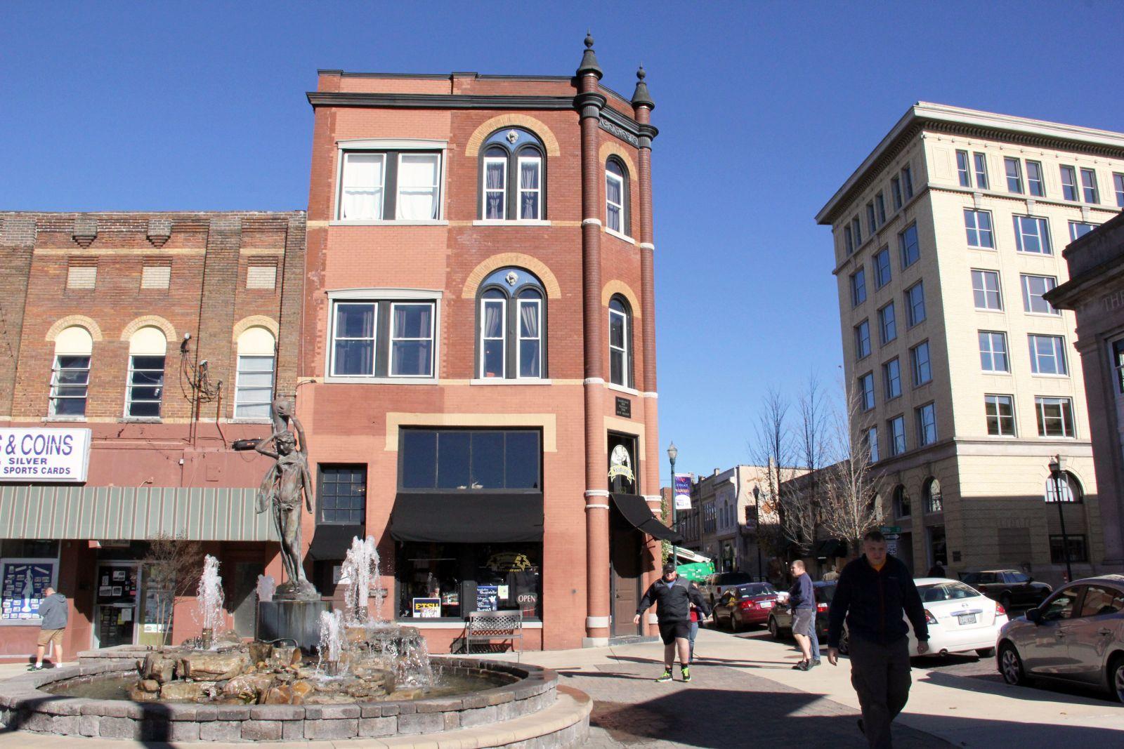 Spark Plaza, Johnson City