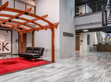 Houston Business Lounge image 5