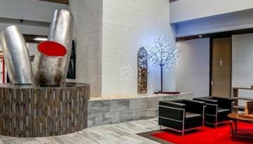 Houston Business Lounge image 1